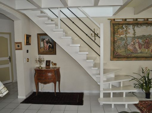 Escalier vernis blanc