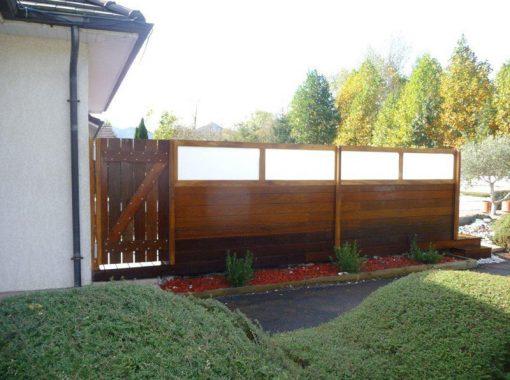 Entrée terrasse avec palissade