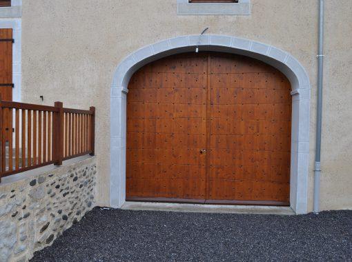 Porte de garage cloutée